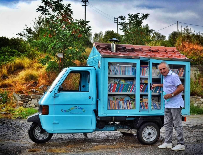 L'Apecar che trasporta libri in Lucania
